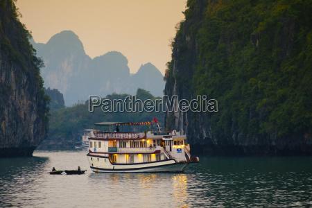 boats on halong bay unesco world