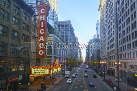 the chicago theatre on north state